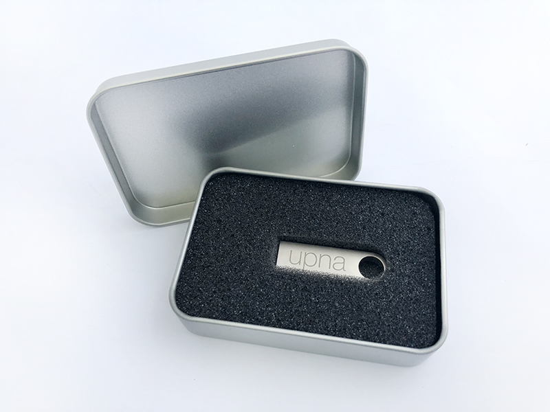 UPNA productos merchandising · USB